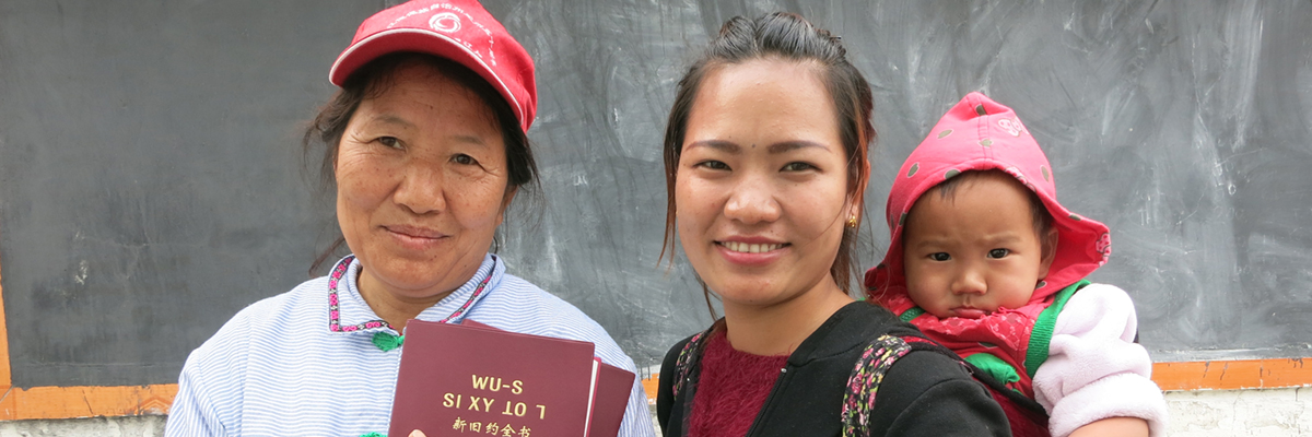 Chinese families with Bibles